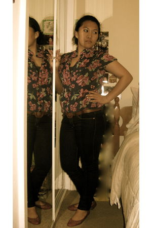Forever21 blouse - black Forever21 jeans - pink seychelles shoes