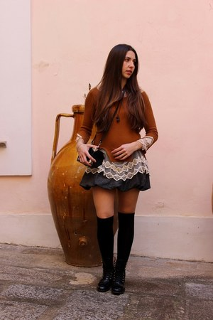 burnt orange lace sammydress sweater - black leather RED valentino boots