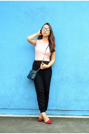black quilted Mango bag - black cotton on pants - light pink crop top SM GTW top