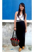 mustard platforms Tiffany heels - red printed bag - black Forever 21 skirt