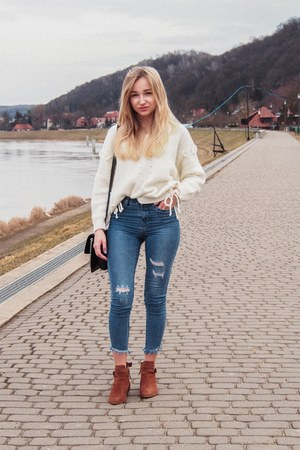navy jeans - cream sweater