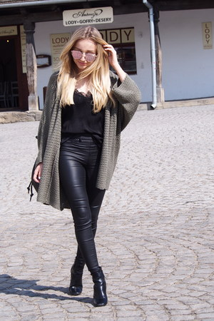 black top - dark khaki cardigan - black pants