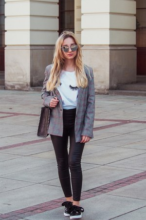 charcoal gray blazer - black pants - off white t-shirt - black flats