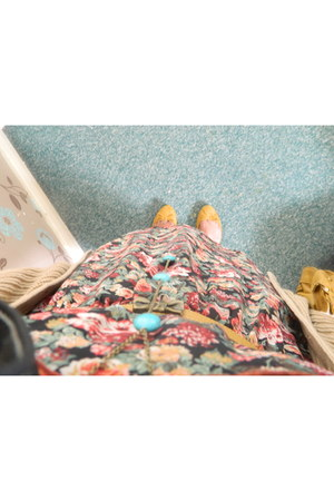 floral print Bershka dress - turquoise Dorothy Perkins necklace - mustard print