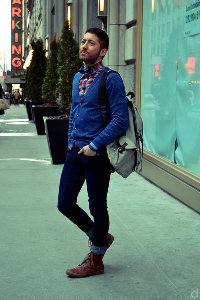 navy H&M jeans - burnt orange Fred Perry boots - blue H&M sweater