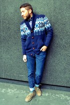 navy H&M jeans - tan Clarks boots - navy Ratio Clothing shirt - teal Ozone socks