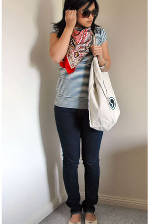 black top - red scarf - blue jeans - beige shoes - beige bag - brown sunglasses
