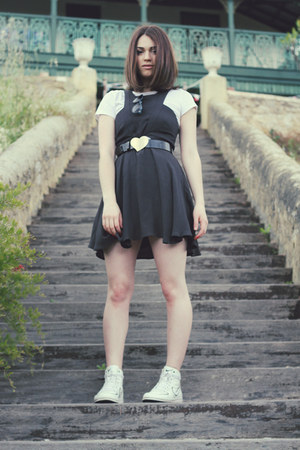 black Alannah Hill belt - gray cameo dress - white nike sneakers