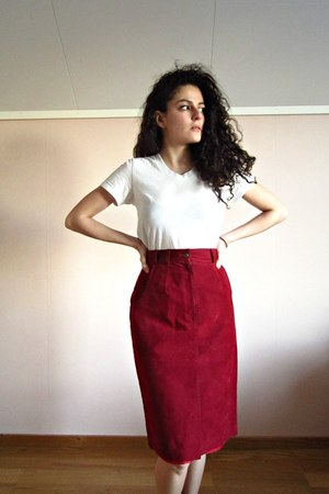 ruby red high waisted eOvu vintage skirt