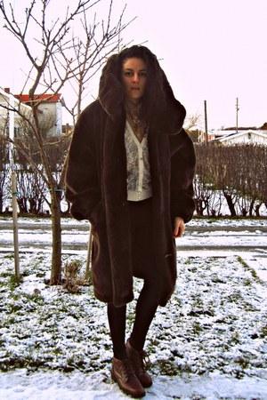 dark brown faux fur vintage coat - tan American Apparel shirt