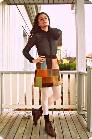 micro mesh American Apparel shirt - Vintage leather skirt