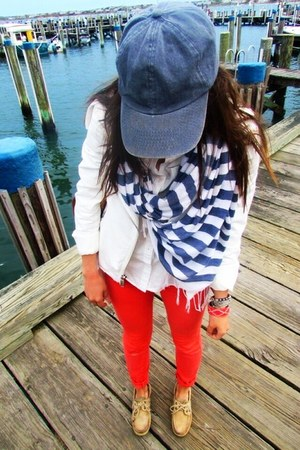 sperry topsider shoes - red jeggings Bullhead jeans - madewell hat