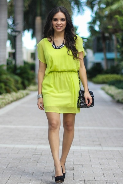 black Mimi Boutique bag - lime green 2020AVE dress - black Bebe necklace