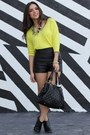 Black-dr-martens-boots-yellow-old-navy-sweater-black-mimi-boutique-bag