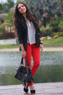 Red-zara-jeans-black-zara-blazer-black-mimi-boutique-bag-black-steve-madde