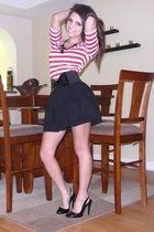 black Forever 21 skirt - red Forever 21 t-shirt - black Forever 21 shoes - black