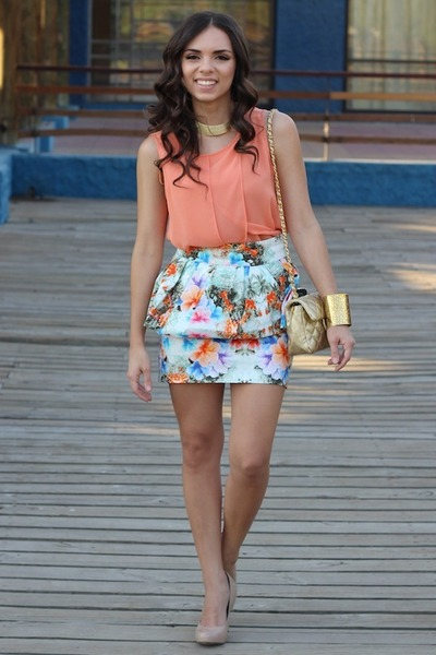 Tan-mimi-boutique-bag-white-floral-zara-skirt-gold-furor-moda-bracelet_400