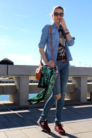 Mango shirt - Bimba & Lola scarf - New Balance sneakers