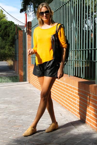kokomaria sweater - Giorgio Armani bag - H&M shorts - LOTTUSSE sneakers