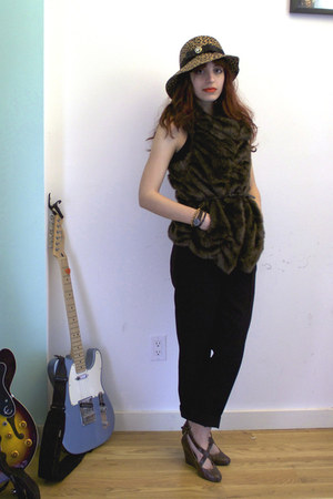 camel leopard River Island hat - brown Cooperative wedges - black asos pants - d