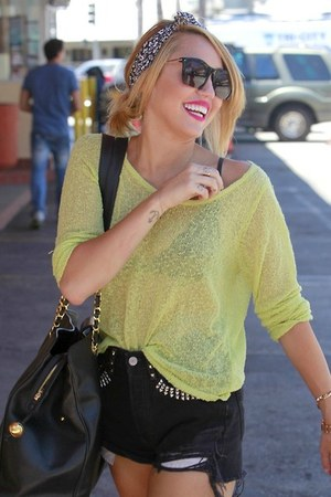 lime green shirt - black shirt - black purse