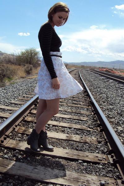 black free people top - white Susina skirt - gray Forever 21 belt - gray charles