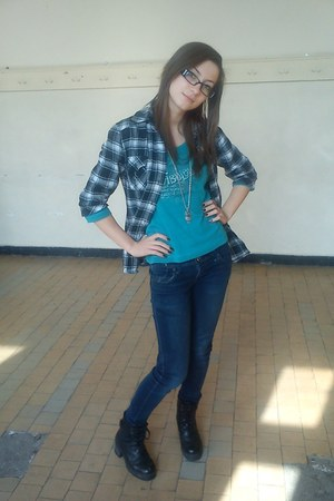 Green blouse - black boots - jeans - shirt