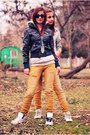 Yellow-jeans-black-jacket-sweatshirt-white-sneakers