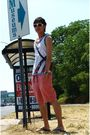 White-oniwa-sata-top-red-abercrombie-and-fitch-shorts-black-kustom-shoes-g