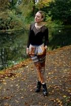 black Mango heels - crimson Zara pants