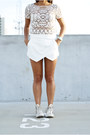 Envelope-zara-shorts-wayfarer-ray-ban-sunglasses-free-people-sneakers