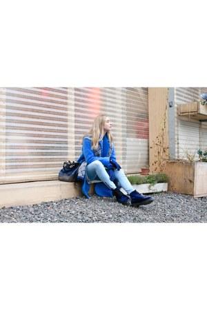 blue velvet Dr Martens boots - blue colorful Mango coat