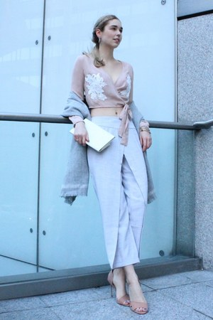 neutral nude embroiderd Missguided blouse - neutral nude Buffalo heels