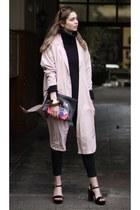 black statement liebeskind bag - neutral trench coat Mango coat