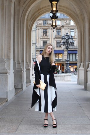 clutch vintage bag - black and white & other stories dress