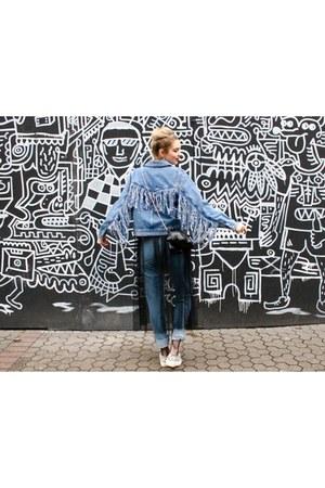 tulle dress - denim coat - momjeans jeans - fishnet tights - black bag
