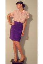 red shirt - purple skirt - beige shoes