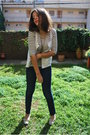 Oysho-t-shirt-blanco-jeans-mama-shoes-stradi-necklace