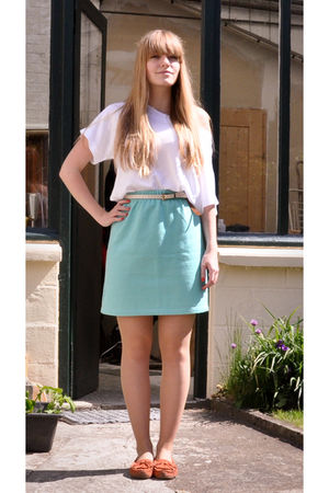 white vintage t-shirt - blue vintage skirt - white vintage belt - orange Les 3 S