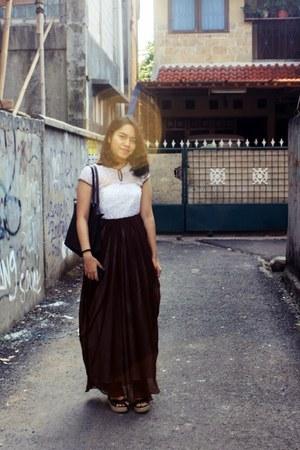 white maxi lace quillan dress - dark brown classic longchamp bag