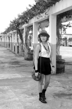 black vintage culottes - gray Details blazer - black boots - blue Mango purse -