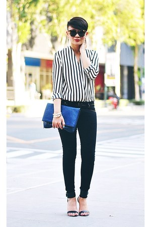 ivory bw striped top - black skinny Wrangler jeans - blue foldover clutch purse