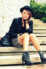 Gold-dot-boots-mango-black-hoola-top-black-zara-jacket