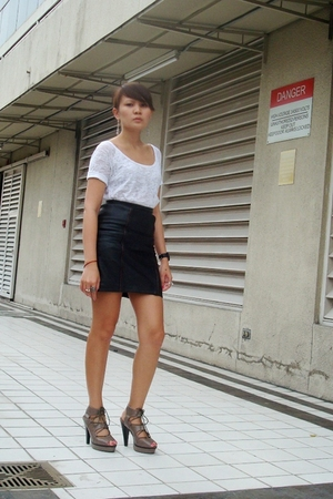 black vintage skirt from Looking For Lola - brown from GoJane shoes