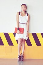 ivory Tango dress - beige DAS wedges - carrot orange clutch Cole Vintage accesso