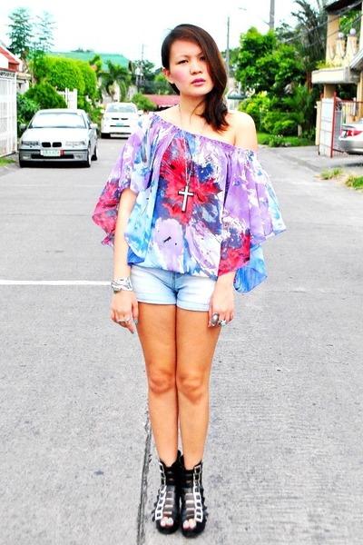 Second Shop top - black Soule Phenomenon shoes - blue Zara shorts