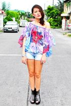 Second Shop top - black Soule Phenomenon shoes - blue Zara shorts