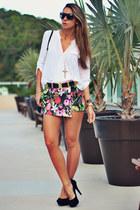 white white Chiclet Store shirt - black Chiclet Store shorts
