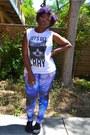 Blue-galaxy-leggings-forever-21-leggings-white-forever-21-t-shirt