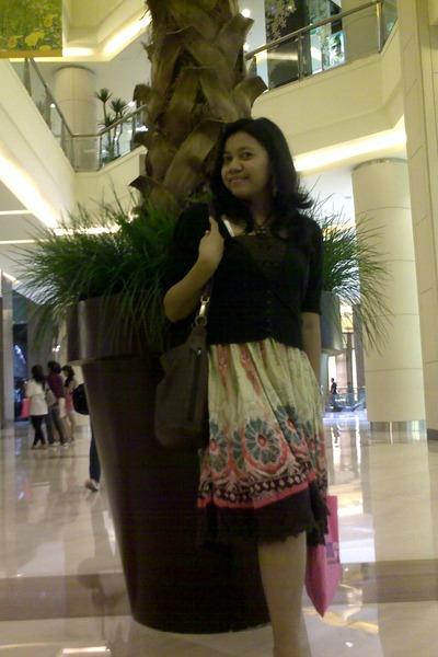 Bohemian dress - Chloe bag - vintage earrings - black cardigan - sandals